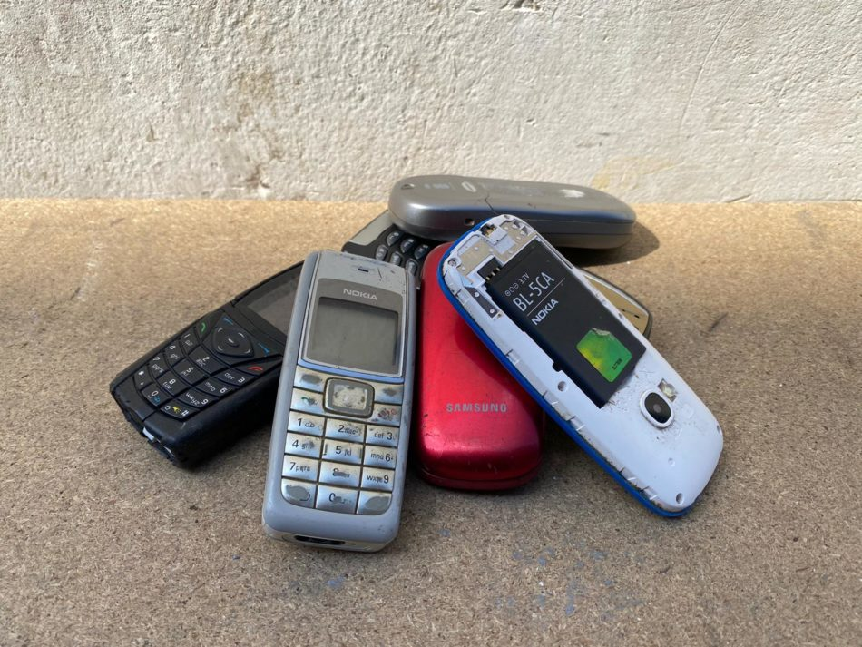 mobiele telefoons en handy met batterij inleveren
